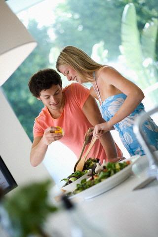 esinizi-sizinle-birlikte-diyet-yapmaya-ikna-edin